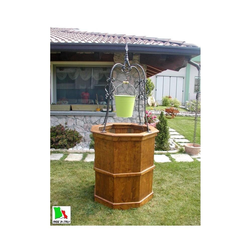 pozzo da giardino in legno di larice e ferro battuto