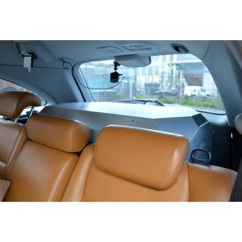 Trasportino auto in alluminio composito per cani vista da interno su Honda CRV